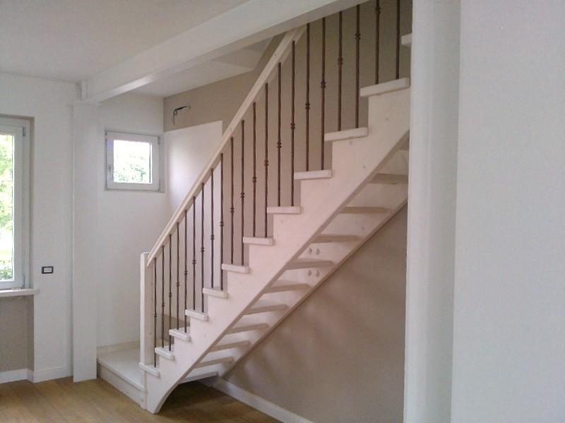 Scale interne in legno produzione scale scale a giorno - Scale rivestite in legno per interni ...
