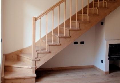 Scale interne in legno. Produzione scale. Scale a giorno. Scale su ...