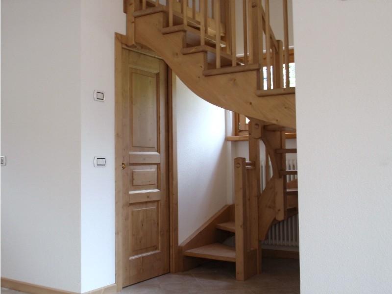 Scale interne luci ispirazione design casa for Design degli interni di 1000 m