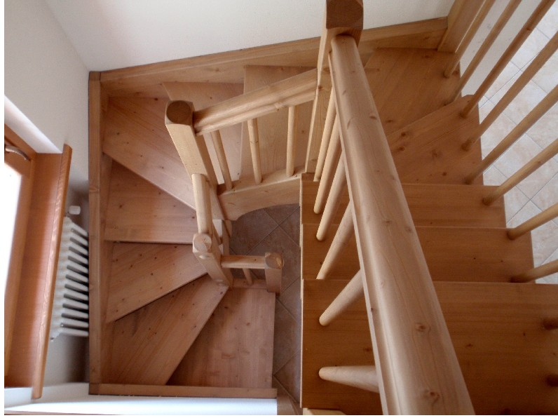 Scale interne in legno produzione scale scale a giorno - Scale per interni misure ...