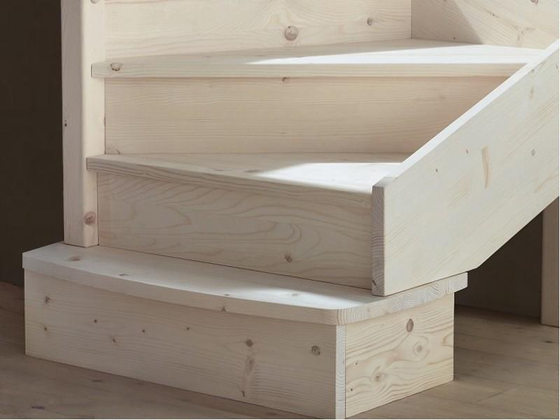 Scale interne in legno produzione scale scale a giorno for Rivestire una scala in legno