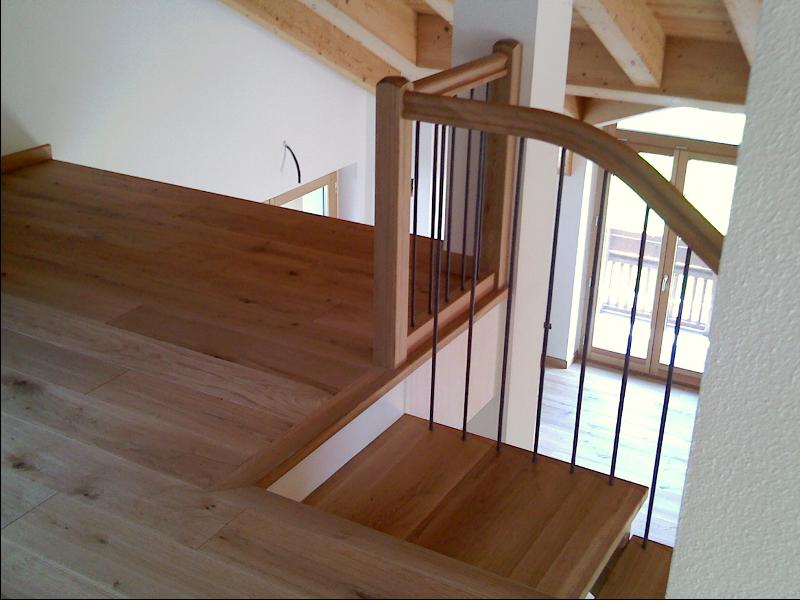 Scale interne in legno produzione scale scale a giorno for Coprigradini per scale in legno
