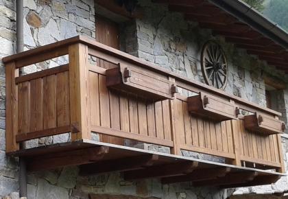 Balconi in legno realizziamo soluzioni personalizzate - Ringhiere per giardino ...