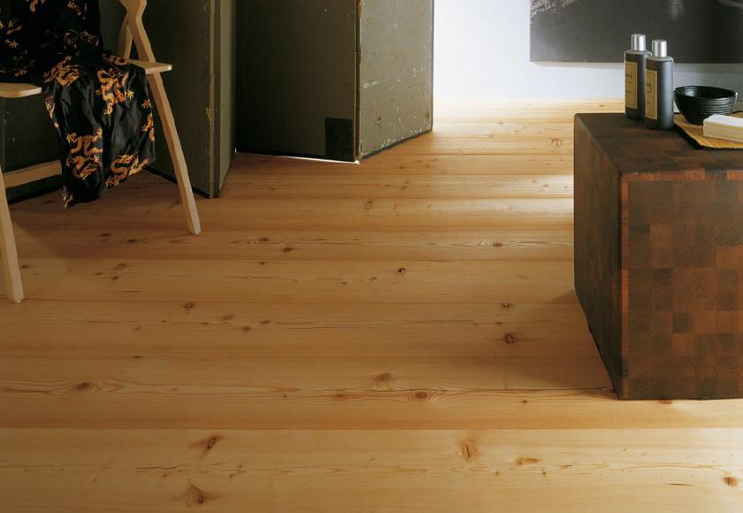 Larice il pavimento della tradizione della montagna for Pavimento in legno interno