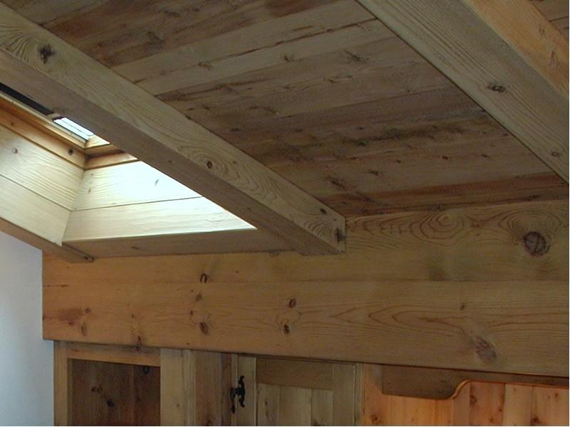 Soffitti in legno finto: soffitto in legno bianco e pietra a vista ...